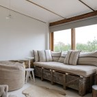 Stables-lounge-2