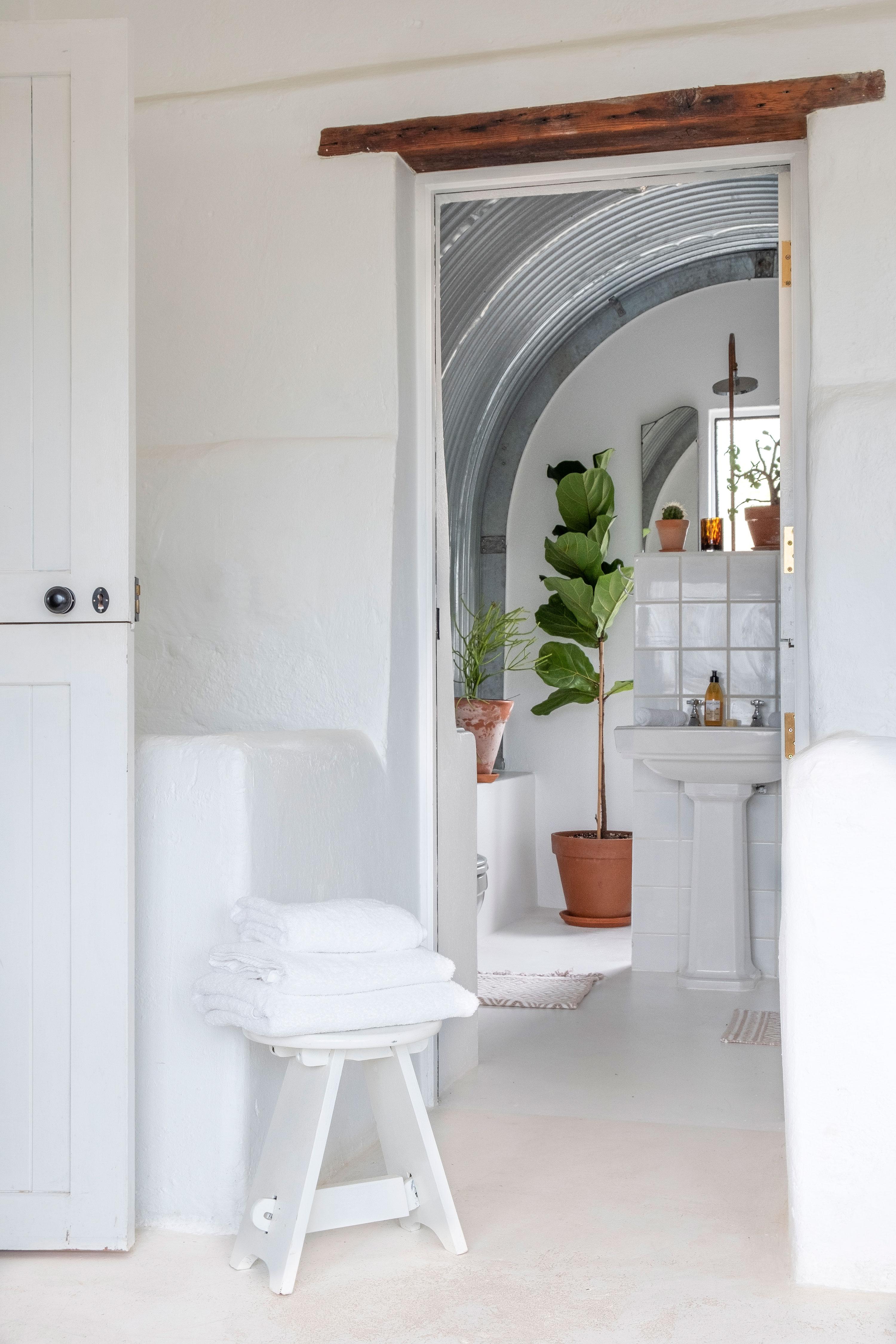 Stables-main-bathroom-1